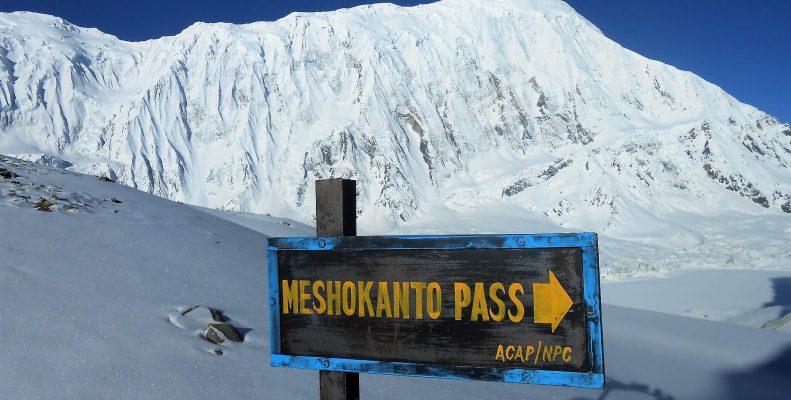 Tilico lake with Mesokanto pass